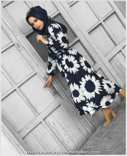 Siyah Beyaz Çiçekli Tesettür Elbise Modelleri